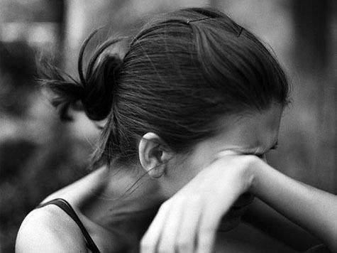 Невероятная жестокость и равнодушие: В Сыктывкаре на глазах всего дома изнасиловали девушку