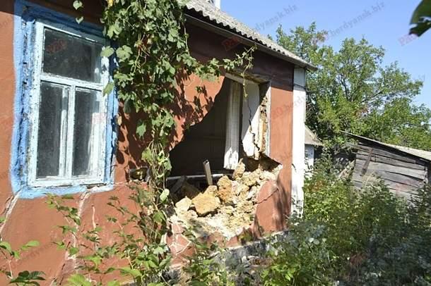 В Запорожье машина нацгвардии въехала в жилой дом