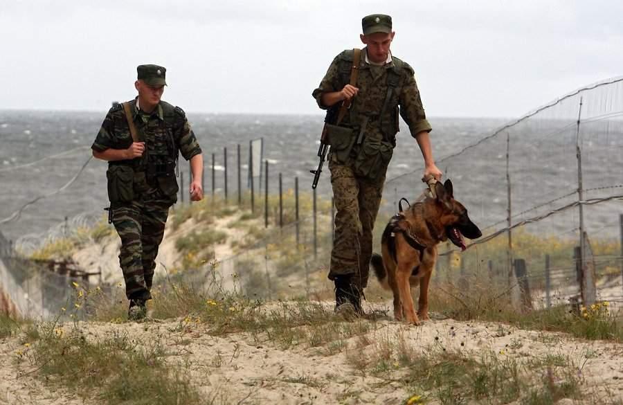 На границе между Крымом и Херсоном приостановлен пропуск граждан