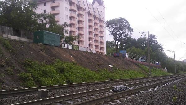В Киеве под колесами поезда погиб молодой человек