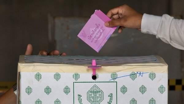 В Таиланде жители голосуют по поводу проекта новой конституции