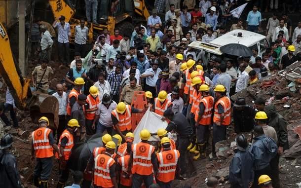 В индийском штате Махараштра обрушился дом. Есть жертвы