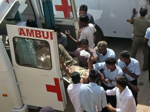 На севере Индии автобус наехал на группу паломников. Есть погибшие