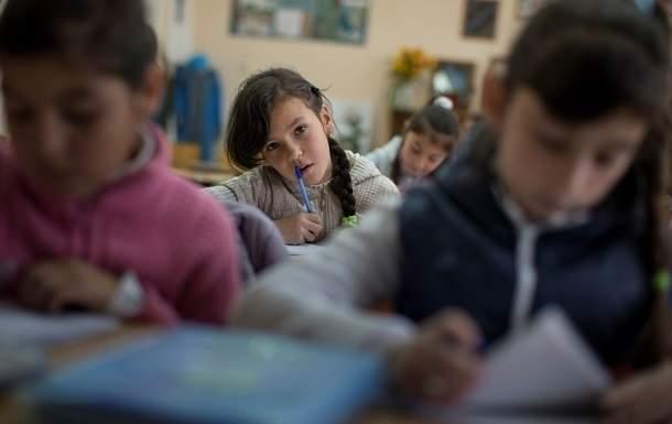 Украинским школьникам упростили  учебную программу