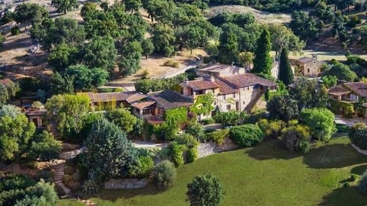 Джонни Депп выставил на продажу свое французское поместье стоимостью в  млн