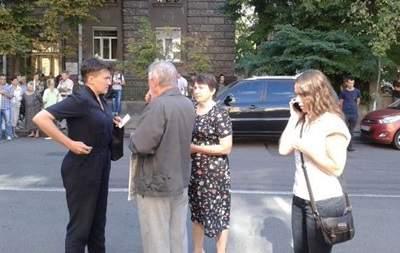 На митинге Савченко присутствуют ее сестра и мама