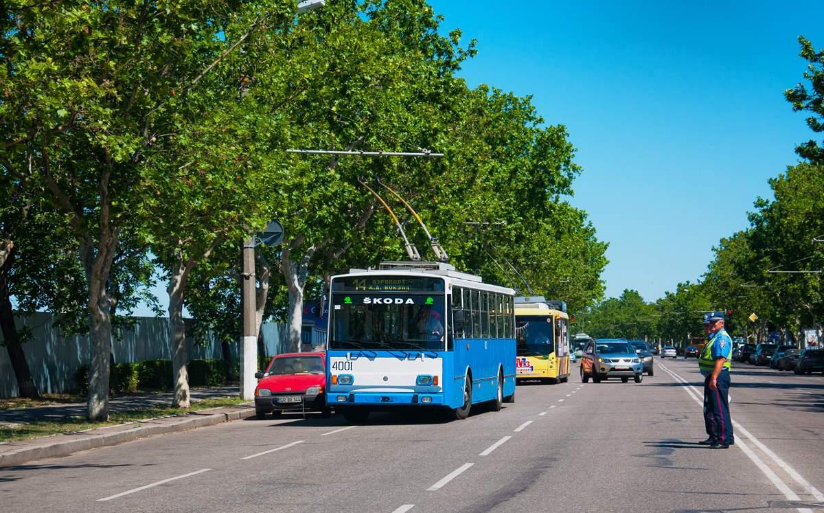 Несколько одесских троллейбусных маршрутов не работают из-за упавших деревьев