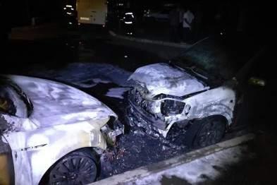 В Харькове неизвестные подожгли два автомобиля