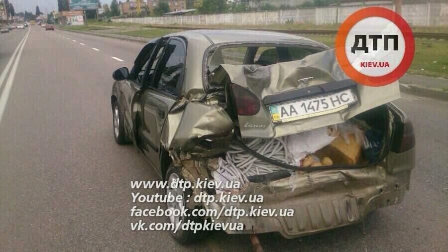 ДТП под Киевом. Пьяная женщина-водитель врезалась в авто с 5 людьми