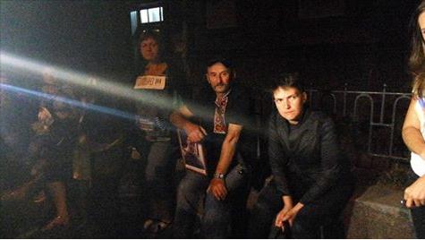 Савченко и матеря пленных украинских военных ночевали у АП под открытым небом