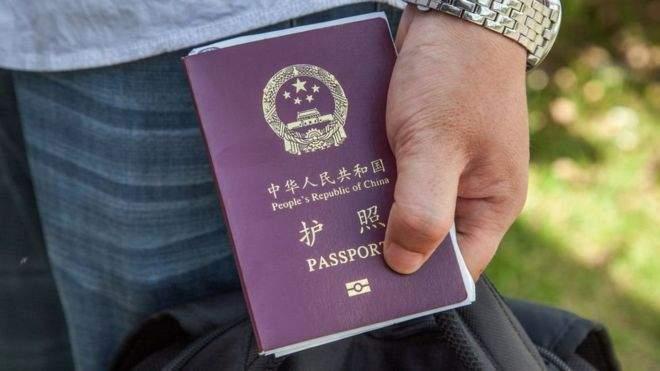 Совершая одиночный тур по Европе, турист из Китая случайно получил статус беженца