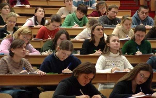 Студентов могут оставить без стипендии