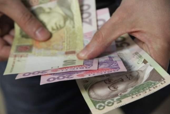 В Тернополе 8-летний мальчик блуждал по улице с 1000 гривнами в руках