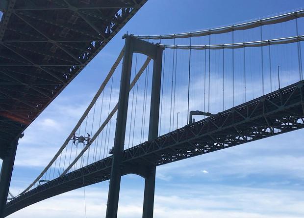 Дрон позволил осмотреть мост с воздуха и под водой