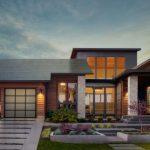 Tesla начала устанавливать «солнечные крыши»