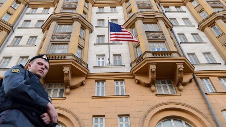 Посольство США: Флаги России спущены с уважением