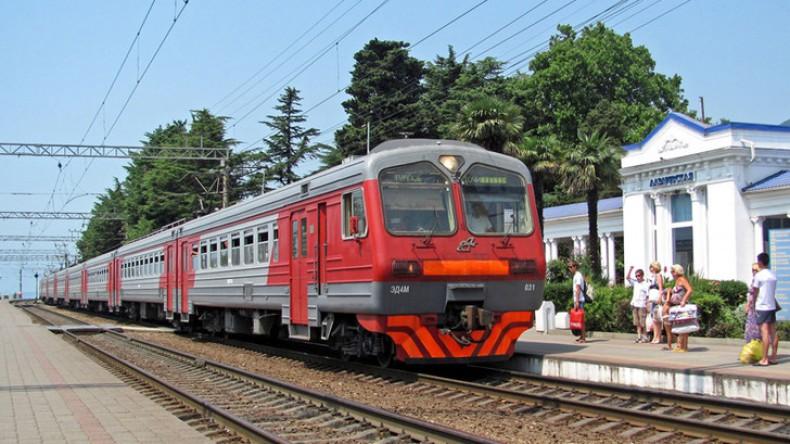 Сбежавшего из-под конвоя арестанта в Сочи задавил поезд