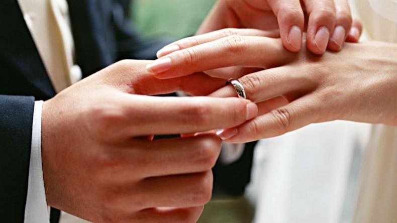 В России могут гражданские браки приравнять к официальным