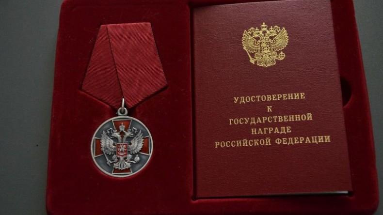 Губернатор Пермского края предложил наградить раненную в школе учительницу