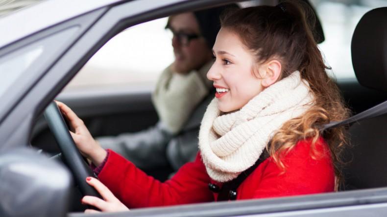 Начинающим водителям предлагают выдавать временные права