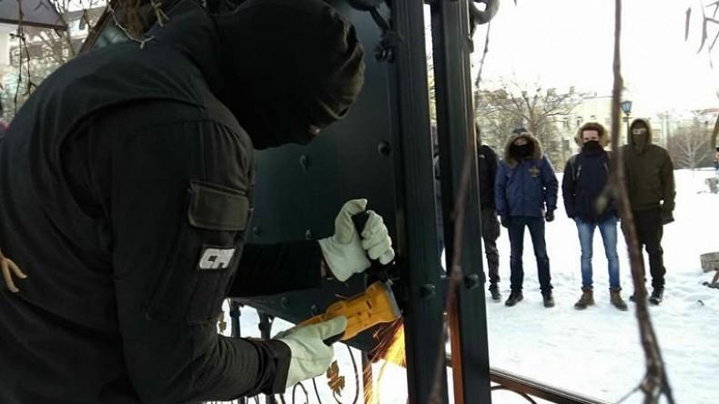 В Киеве радикалы С14 напали на часовню