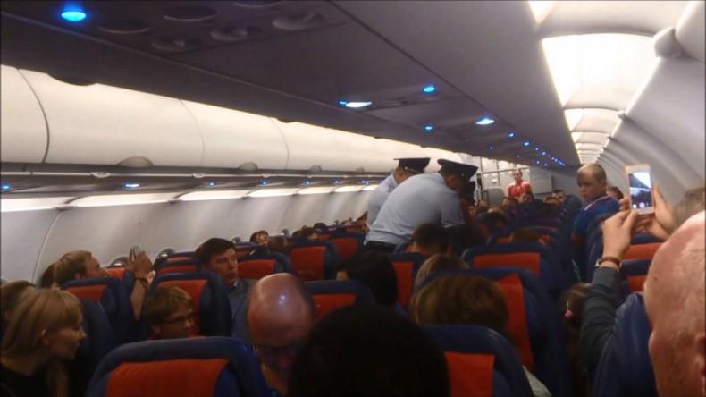 По пути в Нью-Йорк москвич ударил в лицо стюардессу