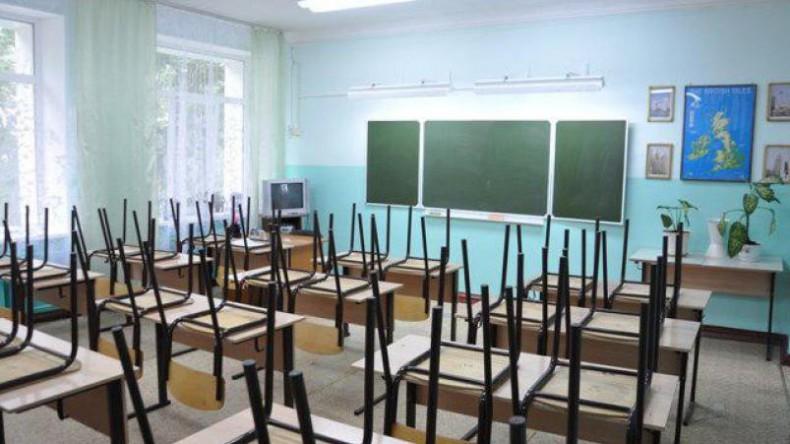 Путин поручил правительству отменить вторую смену в школах