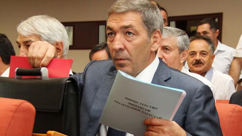 В ходе обыска у врио премьера Дагестана изъят золотой пистолет
