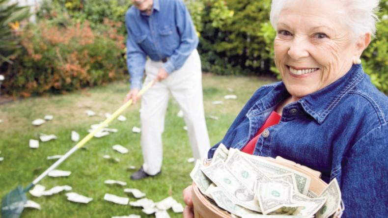 Богатым пенсионерам решили оставить пенсию