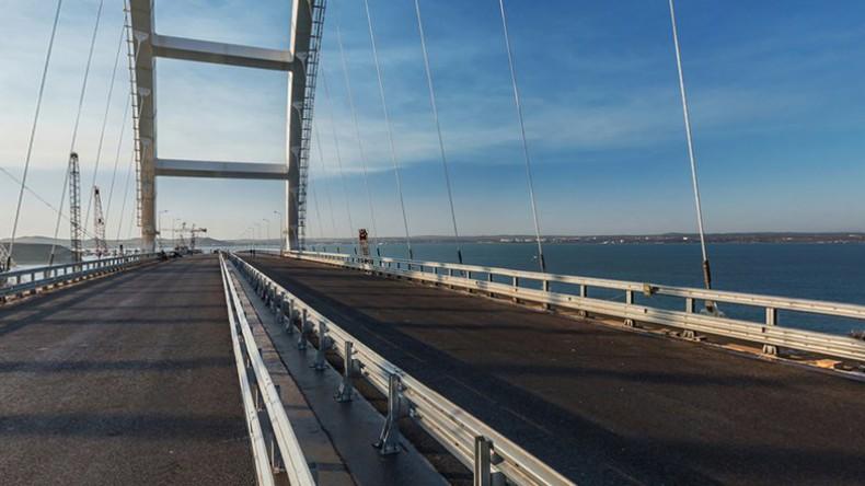За сутки по Крымскому мосту проехали более 20 тысяч машин