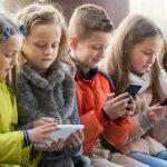 В российских школах могут запретить смартфоны