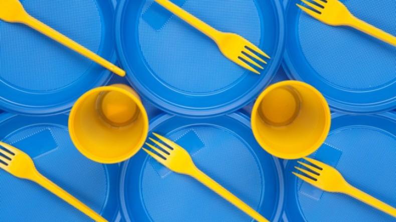ЕС может отказаться от пластиковой посуды