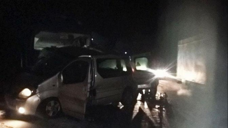 В Чувашии в результате столкновения микроавтобуса с грузовиком погибли 12 человек