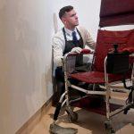 На аукционе в Лондоне продали кресло и диссертацию Стивена Хокинга