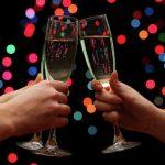 Медики предупредили об опасности питья шампанского с пеплом на Новый год