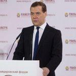 Медведев предложил снизить нагрузку на предпринимателей с помощью «регуляторной гильотины»