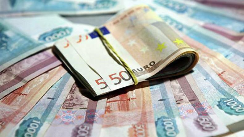 Евро упал ниже 74 рублей