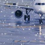 В аэропорту Воронежа самолет застрял в снегу