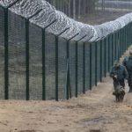 Латвия построила забор на границе с Россией