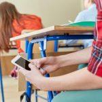 В школах ограничат использование мобильных телефонов