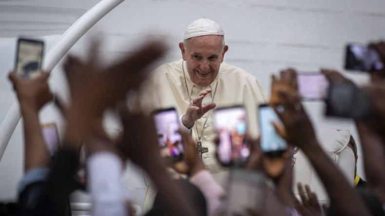 Папа римский встретился с больными СПИДом