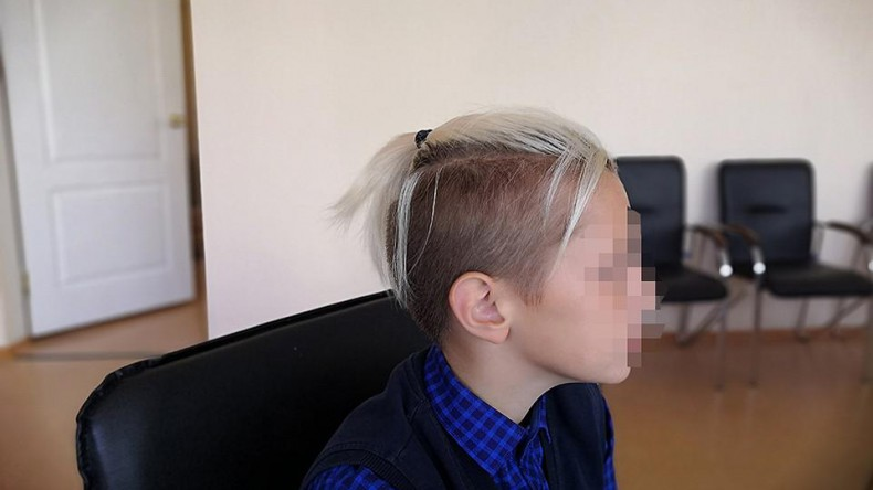 В Красноярске школьнику предложили перейти на домашнее обучение из-за причёски