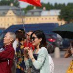 Китайские туристы тратят деньги на российский янтарь