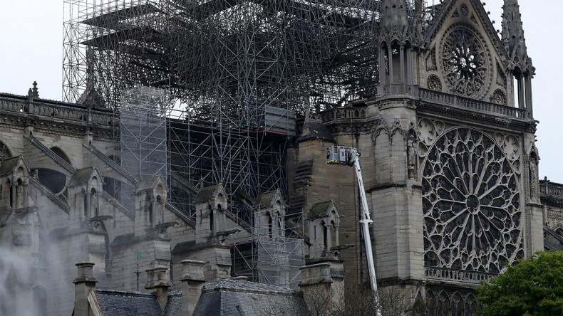 Россия отреставрирует собор Парижской богоматери после пожара