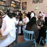 В Саудовской Аравии отменили отдельные входы для мужчин и женщин в ресторанах и кафе