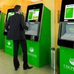 Сбербанк стал брать комиссию за переводы через банкомат