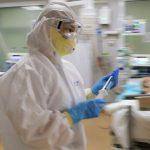 Медикам продлят выплаты надбавок за работу с заболевшими COVID-19
